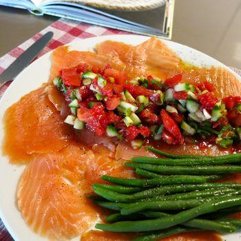 Gerookte zal met tomaatjes en lente uitjes - Pascale Naessens
