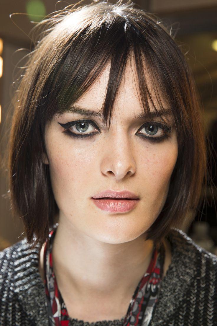 Topshop Unique podzimní kolekce předvedla i krásně orámované oči modelek.