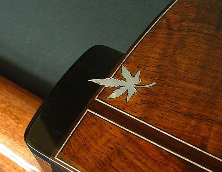 Perfection of a Master – maple leaf heelcap and body work details