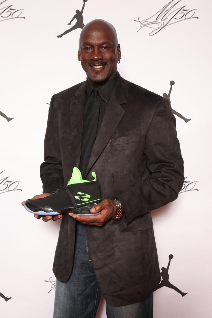 Michael con una versión de las 'Air Jordan' en su cumpleaños - AP
