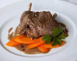 Civet de lapin allégé : http://www.fourchette-et-bikini.fr/recettes/recettes-minceur/civet-de-lapin-allege.html