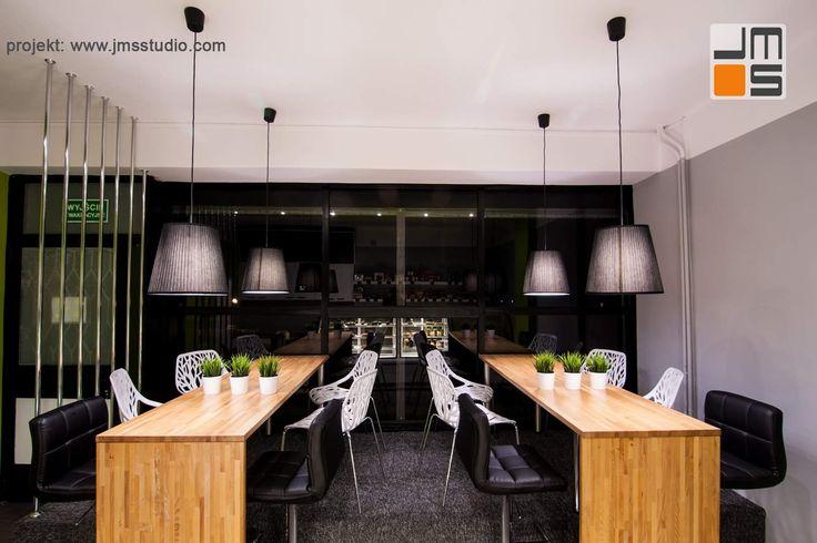 Projekt aranżacji wnętrz małej kawiarni z cukiernią w Porębie na Śląsku z nowoczesnym pomysłem na tanią realizacje - JMS