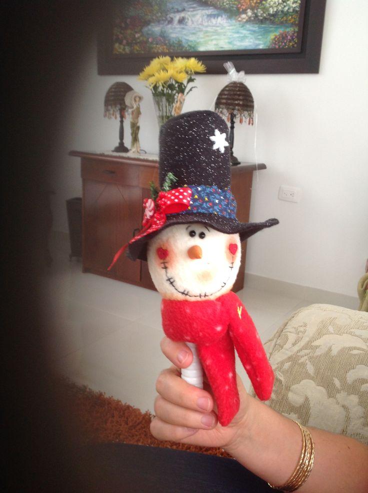 maracas navideñas. En paño lenci, botones decorativos y un toque de creatividad!
