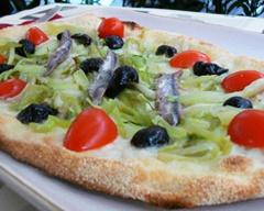 Pizza con Mozzarella di Bufala Campana DOP, Puntarelle, Pomodorini Datterini, Colatura tradizionale di Alici di Cetara (Presidio Slow Food) e Finocchietto