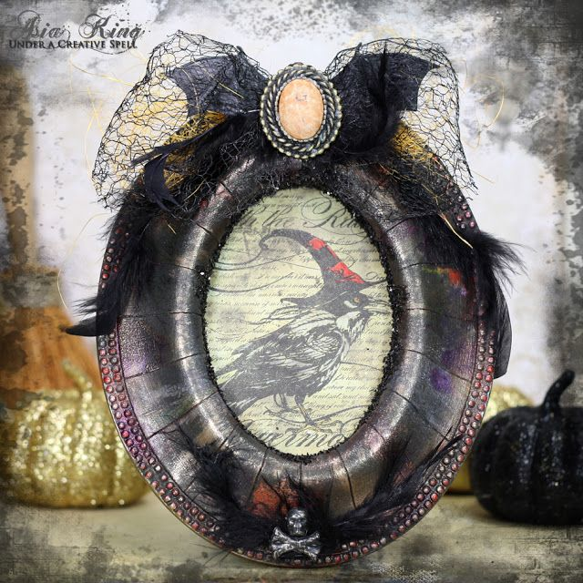 So spooky! Crows' Woes - A Story of A Halloween Raven ~ Under a creative spell Halloween Mixed media decor with Stampendous and DecoArt  #cre8time