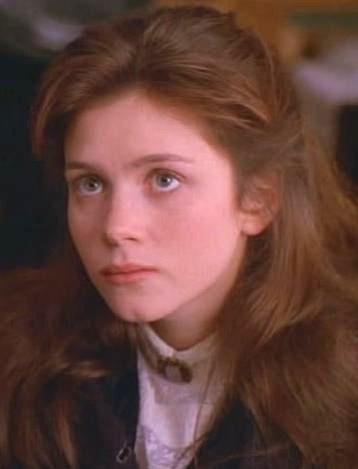 Leah Shaw (Anna Friel)