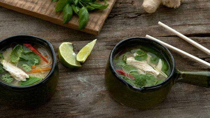Vietnamese Pho (rijstnoedelsoep met kip)