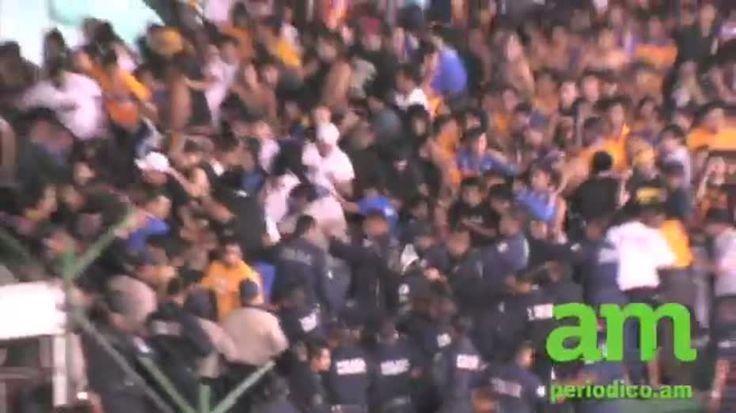 Se registraron problemas en el Estadio León cuando a falta de 15 minutos para que finalice el juego que va ganando la Fiera 2-0, la policía comenzó a desalojar a la afición de Tigres.    Con la finalidad de evitar problemas, se busca sacar a la porra visitante, (cerca de 2 mil aficionados), antes de que acabe el partido, pero los seguidores del Tigres se resistieron y los oficiales comenzaron a utilizar descargas eléctricas contra los aficionados ubicados en la Puerta 10 del Nou Camp.