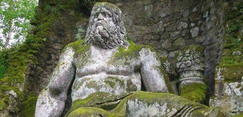 Idee per una gita fuori porta: il suggestivo Parco dei Mostri a Bomarzo, tra natura e sculture cinquecentesche. Il cosiddetto Parco dei Mostri o Sacro Bosco di Bomarzo, in provincia di Viterbo, è u…