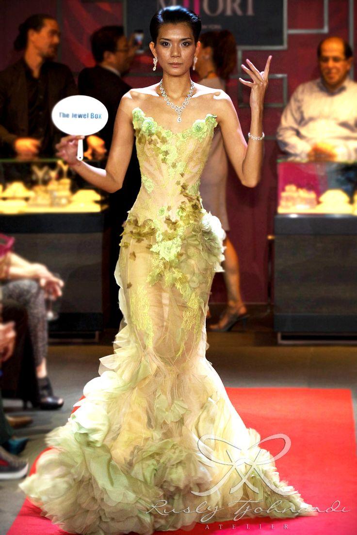 #lace #tulle #couture #fashion #hautecouture #fashionshow #promdress #cocktail #dress #redcarpet #glam #gala #glamour #glamorous #look #redcarpetlook #redcarpetfashion #ruslytjohnardi #ruslytjohnardiatelier #makeup #cledepeau #hairdo #actionhairsalon #fashionideas #outfit #fashioninspiration #fashiondesigner #fashiondesign #singapore #green #envy
