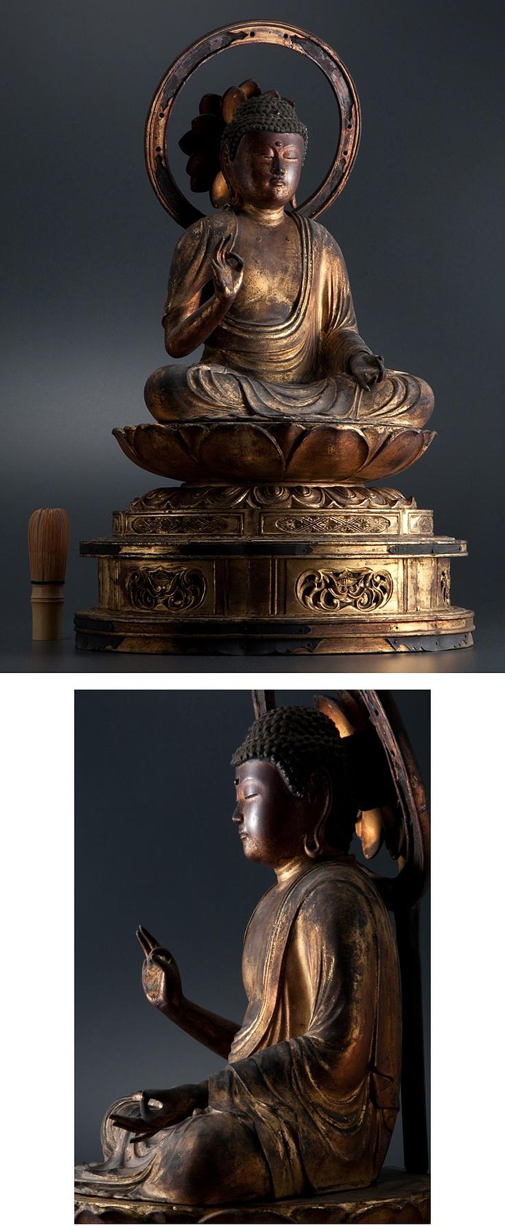 木造阿弥陀如来座像, at auction.