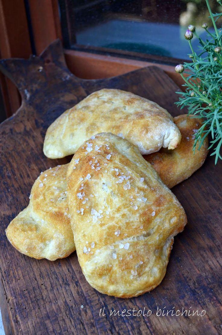 Il pane appena sfornato non teme nessun confronto!!! E soprattutto non ha bisogno di tante parole… Ve le avevo già postate tempo fa sot...