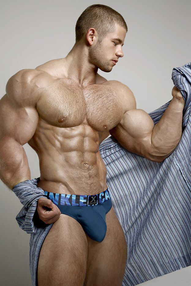 This blog is for lovers of the male bulge and musclemen packed in more or less hot or skimpy...