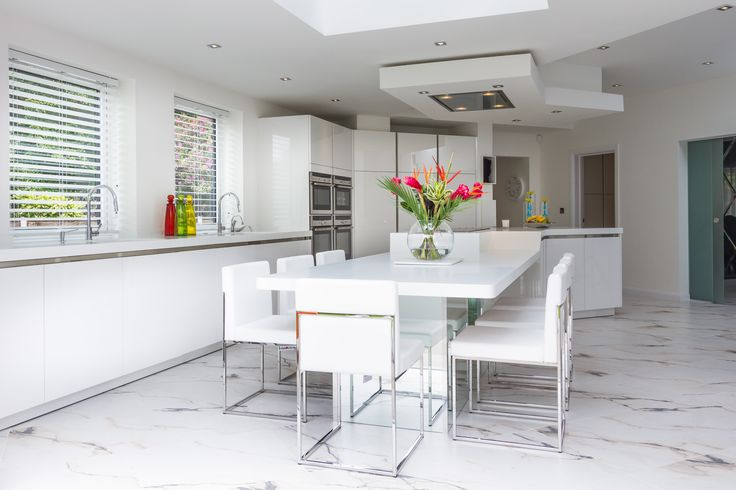 Incorporating a casual dining area at the end of the breakfast bar