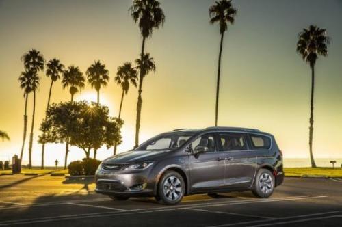 Motori: #Chrysler #Pacifica al #CES 2017 il primo veicolo elettrico di FCA (link: http://ift.tt/2hoL7FS )
