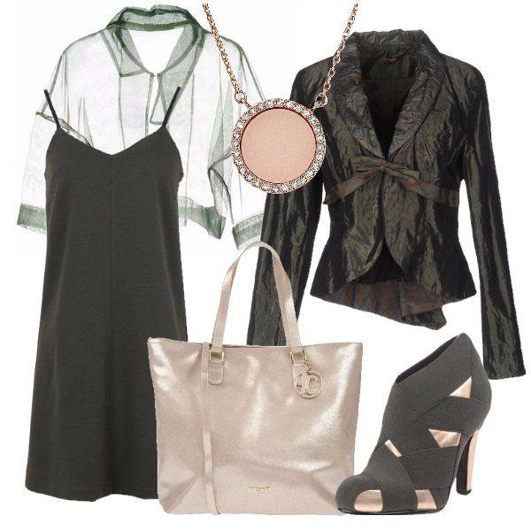 Per una serata elegante, per un teatro, per un meeting di lavoro. Questa soluzione vede insieme un vestito semplice verde scuro abbinato ad un coprispalle di tulle verde, ed una giacca d'effetto. Accessori sui toni caldi dell' oro, per scaldare il tutto.