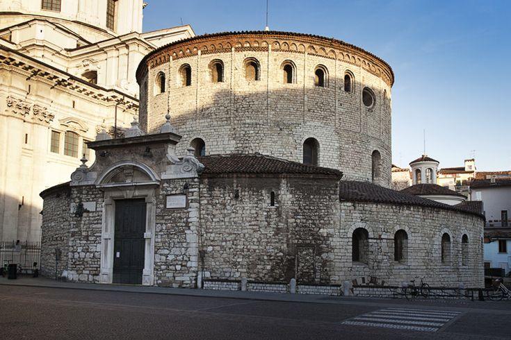 Il Duomo Vecchio, chiesa romanica costruita sopra la Basilica paleocristiana di Santa Maria Maggiore de Dom