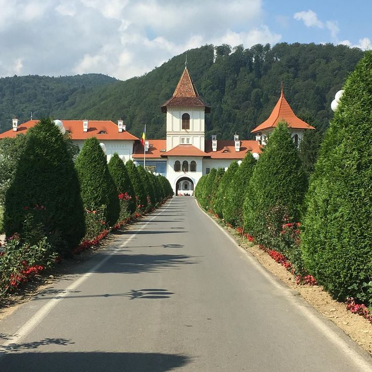 Delight yourself with the rich architecture, culture and spirituality that is surrounding The Brancoveanu Monastery. It was built by one of the greatest Romanian rulers in the area in 1696. There are centuries of history and art waiting for you in Fagarasi, Sambata de Sus!