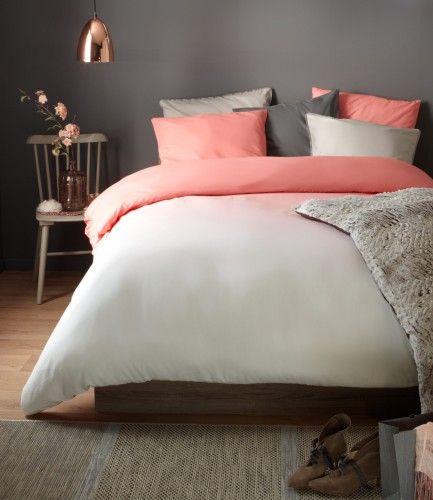 Chambre cosy à l'ambiance chaleureuse et feutrée, un brin rétro. Aux couleurs beige, gris et corail - BUT