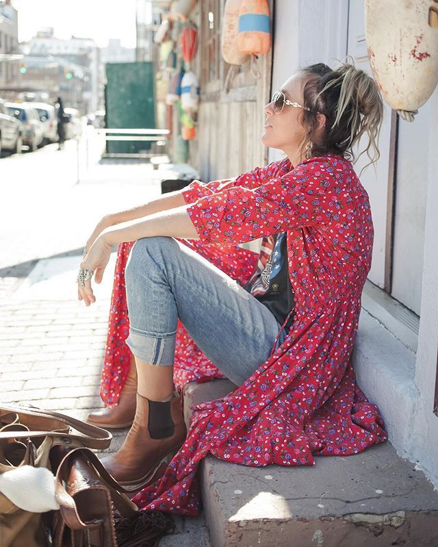 @isabella_spell taking 5 in her Rambling Rose Gown ~ NYC sightseeing escapade photo diary live on the blog // #folktownspell drops tomorrow
