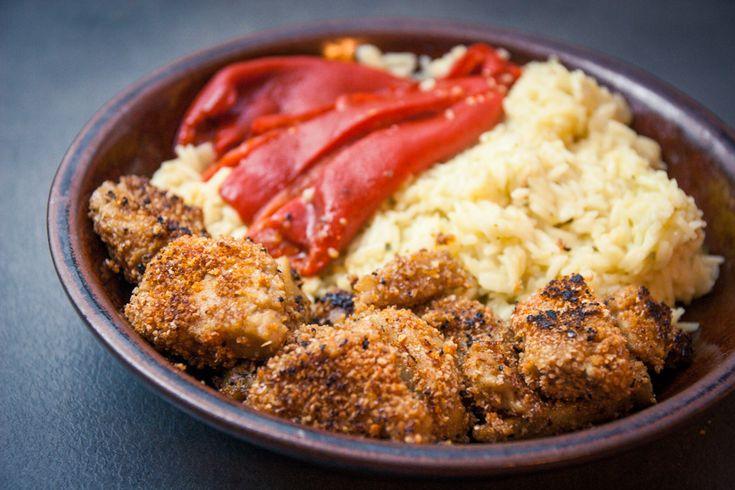 Le riz pilaf à l'oignon est un de mes plats favoris : c'est hyper simple et rapide à faire et j'adore ça ! Pour les nuggets, j'ai utilisé ma recette de steaks de seitan mais…