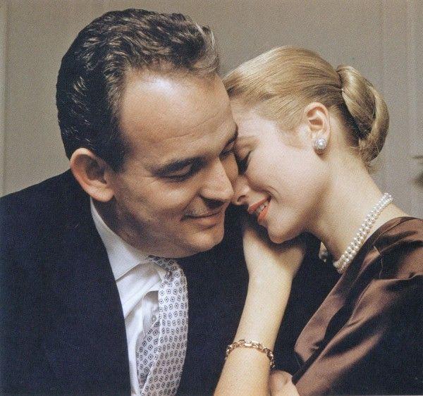Хауэлл Конант, фотограф и хороший друг княгини, вспоминал, что никогда до этой фотосессии не видел влюбленную Грейс Келли.
