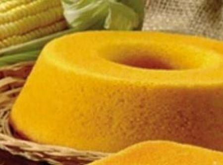 Receita de Bolo de milho verde diet - 1 1/2 xícara (chá) de farinha de trigo, 1 colher (sopa) de fermento em pó, 1 xícara (chá) de milho verde, ½ xícara (chá) de leite desnatado, 2 ovos, 50 g de margarina light, 3/4 xícara (chá) de adoçante dietético