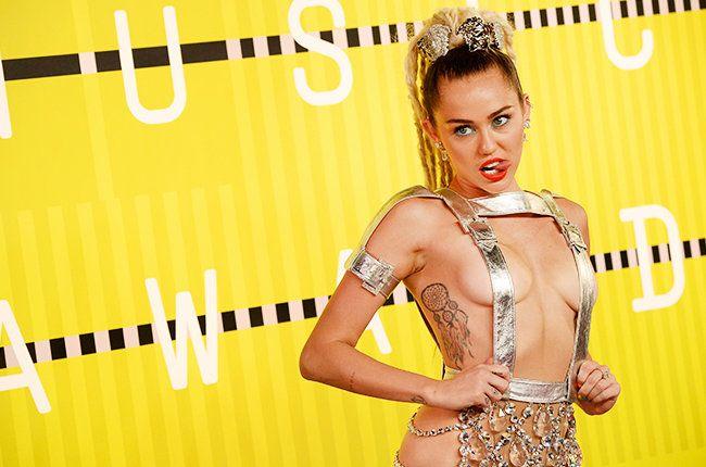 Как и обещала, Майли Сайрус устроила голое шоу на MTV Video Music Awards 2015.
