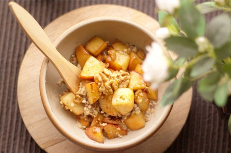 Breakfast bowl for cold mornings - warming cinnamon apples and wallnuts..yum :)