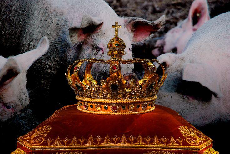 La prueba del Rey.  Dos hombres se presentaron ante el Rey, habían caído en una mala situación y necesitaban que el Rey los auxiliara.  Como el rey era un hombre justo. Los evaluó y encontró que ambos eran llenos de conocimiento, dignos de llegar a ser consejeros en palacio. Pero en su sabiduría, el Rey les encomendó una tarea: Muy bien, encuentro que ambos son dignos de encargarse de la limpieza del corral de mis cerdos.