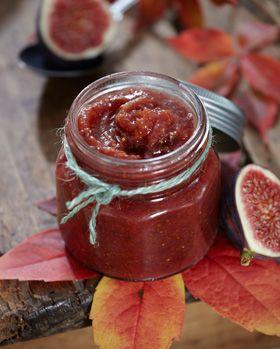 Marmeladen kan også laves med tørrede figner. Erstat de friske figner med 300 g tørrede figner kogt op med 1½ dl vand.