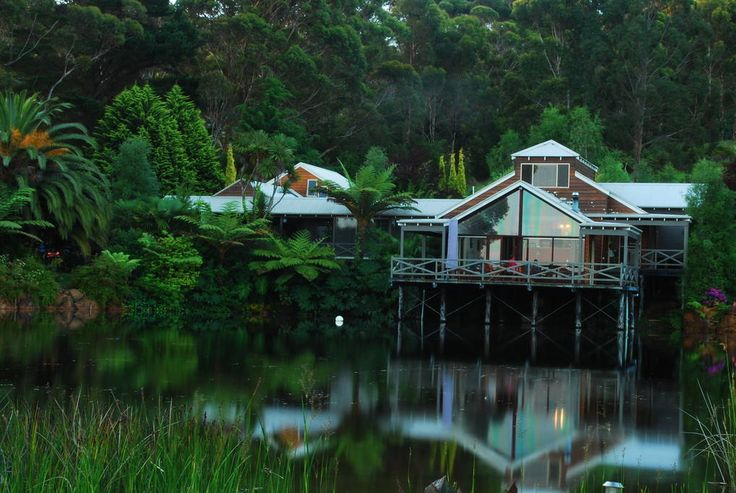 Villa in Denmark, Australia. A very comfortable 2 bedroom accommodation situated within metres of a large private lake. This large property is less than 1 km from the town and close to excellent wineries, restaurants and beaches. Two generous bedrooms with Queen beds, one on ...