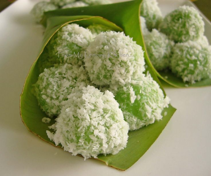 Nice Malay delicacy.... Mr H Jr and Miss E requested for this kuih ... a nice chewy texture with sweet palm sugar that 'burst' in ...