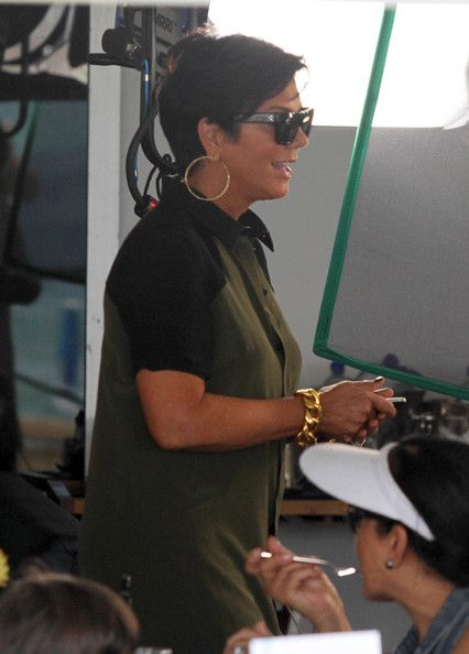 Kris Jenner Photos Photos - The 'Keeping Up With The Kardashians' clan dine together in Miami, FL on September 28th, 2012 while the cameras film their every move. - The Kardashians Dine In Miami