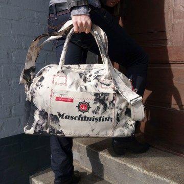Wenn Maschinistinnen eine Reise tun.... Handgefertigter Weekender, nur echt mit Schmiere von The Art of Hamburg.