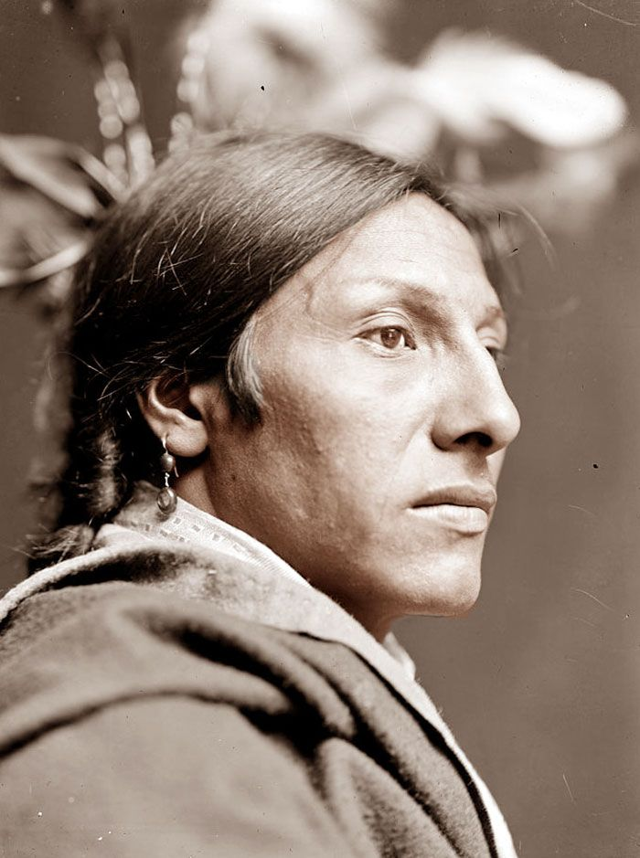 Amos Two Bulls. Lakota. Photo By Gertrude Käsebier | 15+ Rare Colour Photos Of Native Americans From The 19th And 20th Century