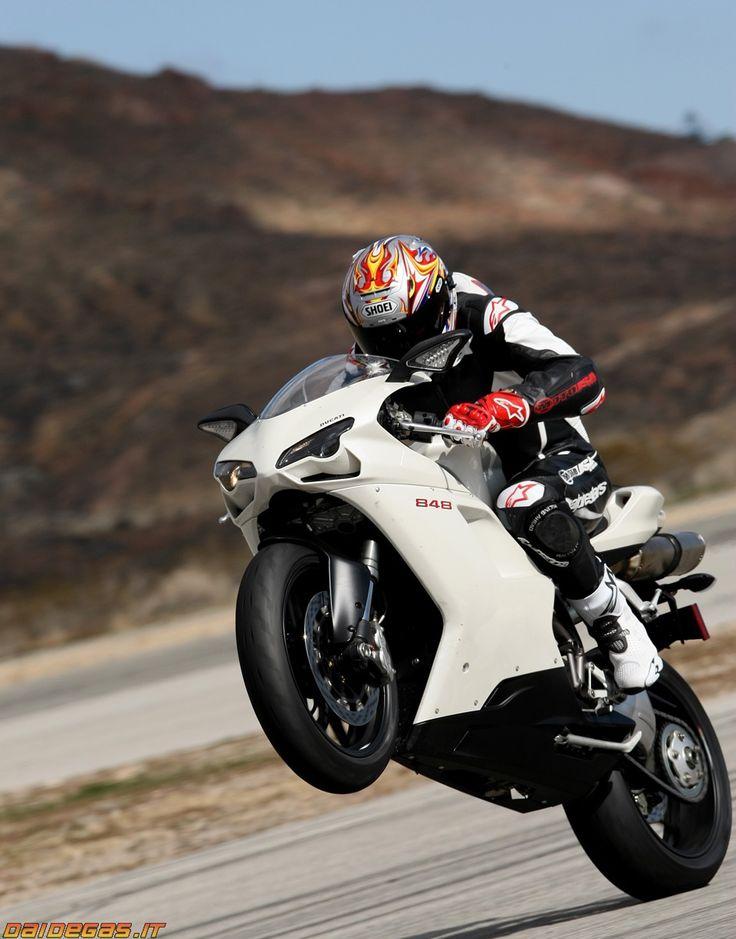 Ducati 848 evo wheelie impennata