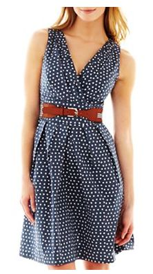 Super cute print with accented waistline... Easy for breastfeeding and looks comfy and cute