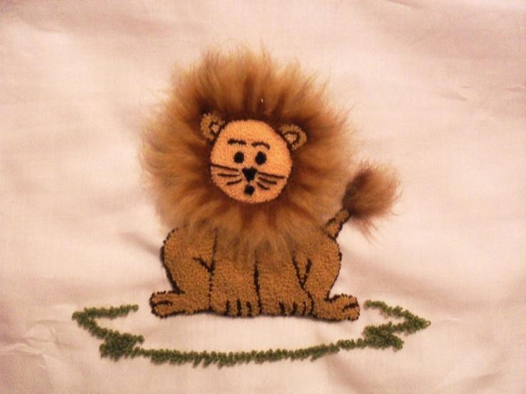 Leoncito en bordado chino / Little lion with punchneedle - Igolochkoy needle | https://www.facebook.com/photo.php?fbid=508896489146609=pb.163337617035833.-2207520000.1365878636=3