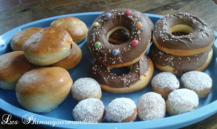 Pour alléger le goûter j'ai décidé d'essayer les beignets au four. Et ben là je suis bluffée ils sont très bon les enfants sont ravis mais préfère la version Donnuts au chocolat donc la recette vient rejoindre les autres recette sur le blog � Ingrédients...