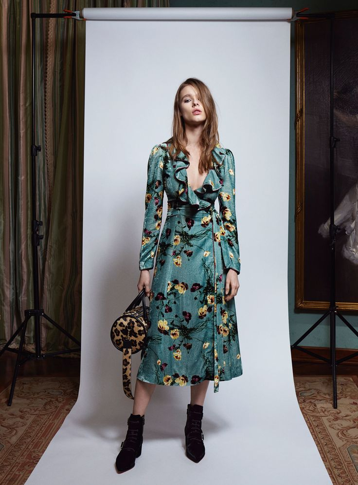http://www.vogue.com/fashion-shows/pre-fall-2017/blumarine/slideshow/collection