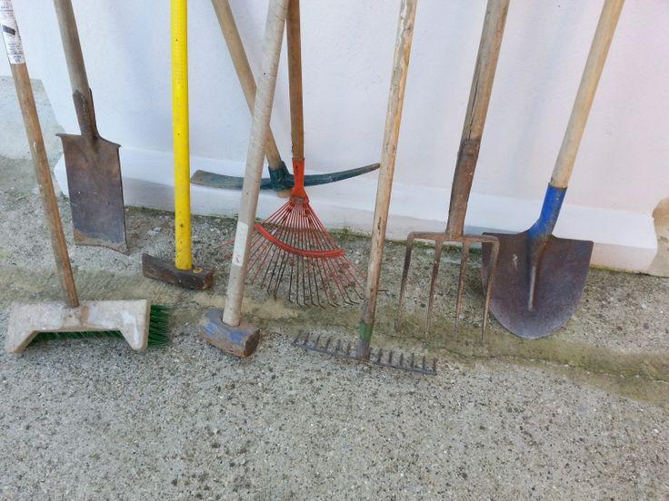location outils jardinage pelle r teau balai cantonnier r teau feuilles pioche. Black Bedroom Furniture Sets. Home Design Ideas