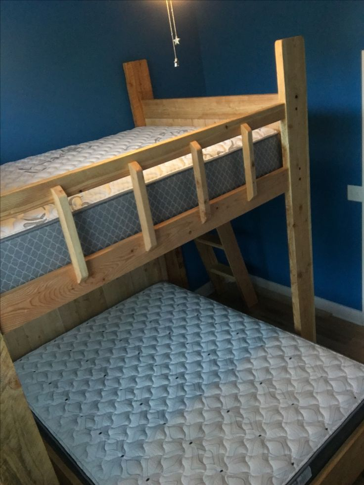 Custom bunk bed by parkcitybunkbeds.com.  This is the Susquehanna River Bunk Bed.  Weight Limit is 600 lbs on top and 800 on bottom.