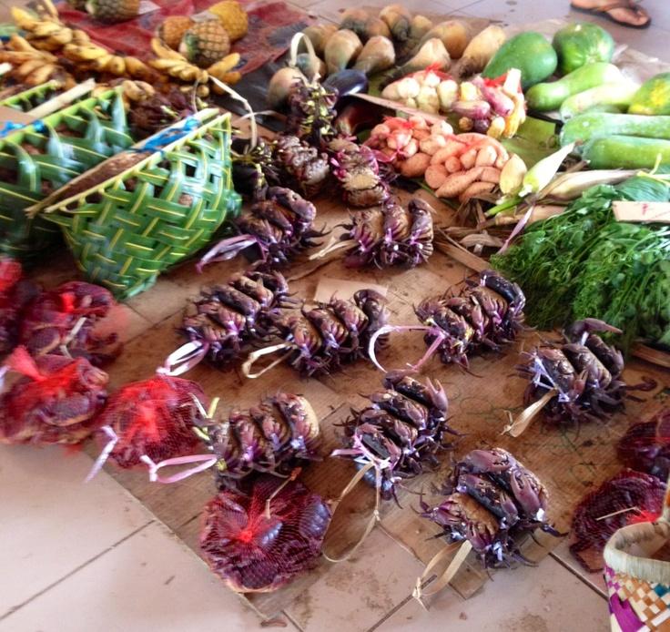 Crab bundles - markets in Port Vila.