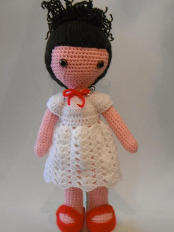 Graciosa muñeca Anny Realizada a ganchillo 100% a mano con ojos de seguridad  25 euros