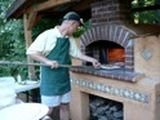 A site dedicated to amateur bakers who build wood fired ovens for pizza, bread and other foods.