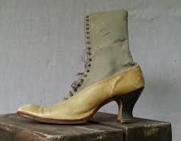 These shoes are similar to the ones of Pearl Bryan's