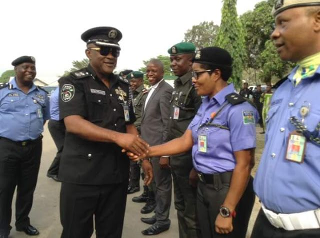 Breaking!!! 21ST COMMISSIONER OF POLICE IN AKWA IBOM ASSUMES DUTY TODAY   By Henshaw NYONG Uyo New Commissioner of Police Donald N. Awunah has assumed duty in Akwa Ibom State.  Awunah who wore black and black police uniform arrived the force headquarters at Ikot Akpan Abia in a black Prado SUV at exactly 9:14 am and inspected the guard of honour mounted by the officers between 9:15 and 9:22am before he proceeded to his office for a brief press session with newsmen.  Donald from Benue State…