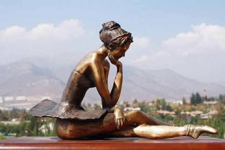 Escultura Bailarina en descanso