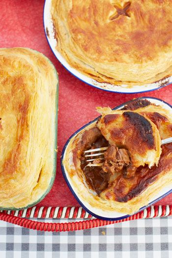 Jamie Oliver and Jimmy Doherty's scrumptious steak and stout pie http://www.eatout.co.za/recipe/jamie-oliver-jimmie-dohertys-scrumptious-steak-stout-pie/